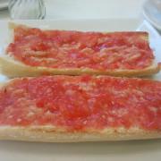 Barrita con tomate casero, aceite de oliva virgen y sal