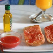 Barrita con tomate, aceite de oliva y york